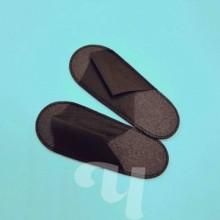 Тапочки ЧЕРНЫЕ с открытым мысом на жесткой подошве пенополиэтилен 5мм (25 пар/уп)